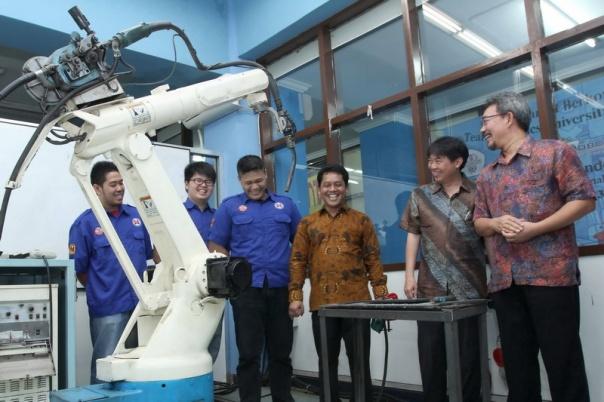 Robot Welding untuk UNTAR