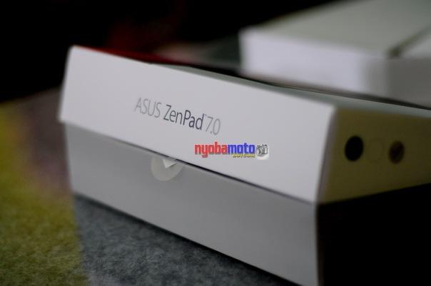 Kardus kedua berisi unit utama tablet ZenPad 7.0