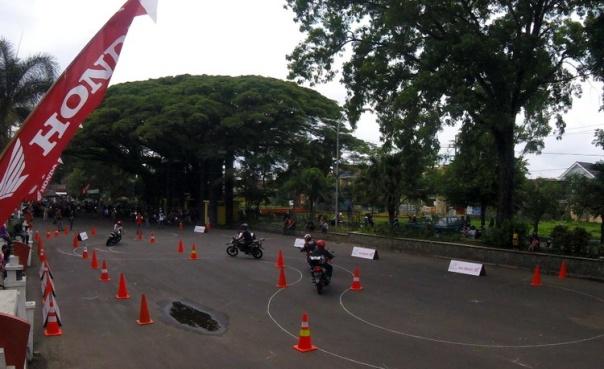 Track Day di GOR Ken Arok Malang