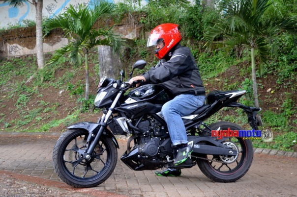 Bersama Yamaha MT25