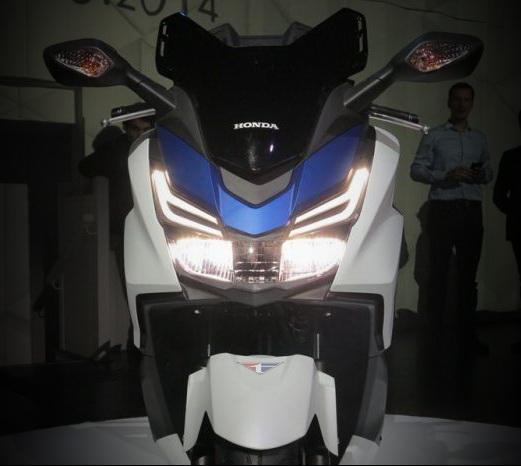 Honda Forza Tampak Depan