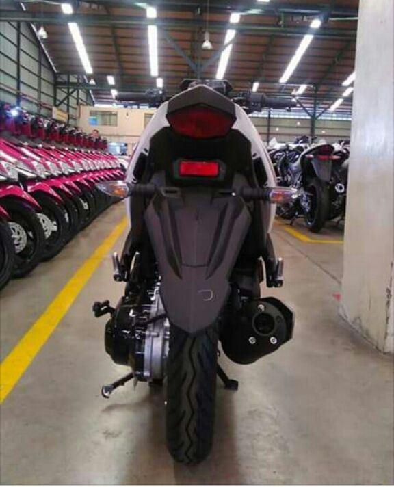 Yamaha-Aerox-125-tampak-belakang