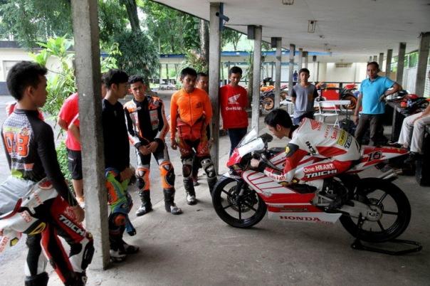 Berlatih Riding Position dengan Honda GP One