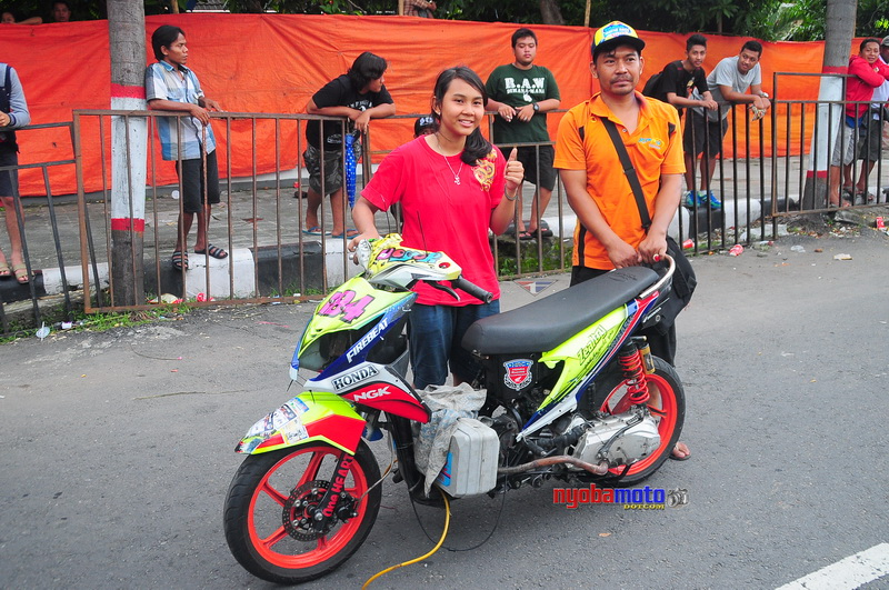 Saksikan Balap Motor Night Race Plus Matic Race Di Kediri Malam
