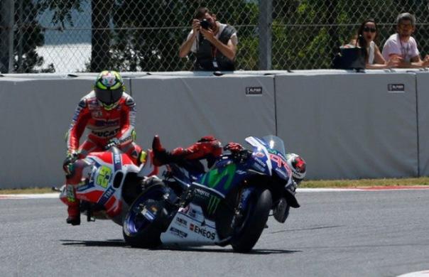 Tabrakan Iannone dengan Lorenzo