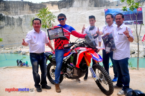Penyerahan Honda CRF250 kepada Konsumen Pertama di Jawa Timur